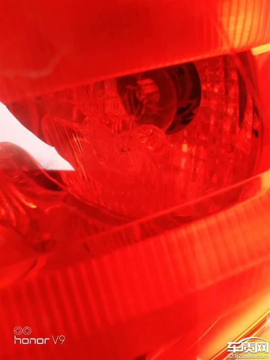东风雪铁龙C4L刹车灯反光板断裂落入壳体内_-_车质网