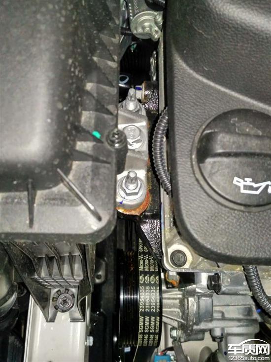 宝骏510发动机舱固定螺丝严重生锈