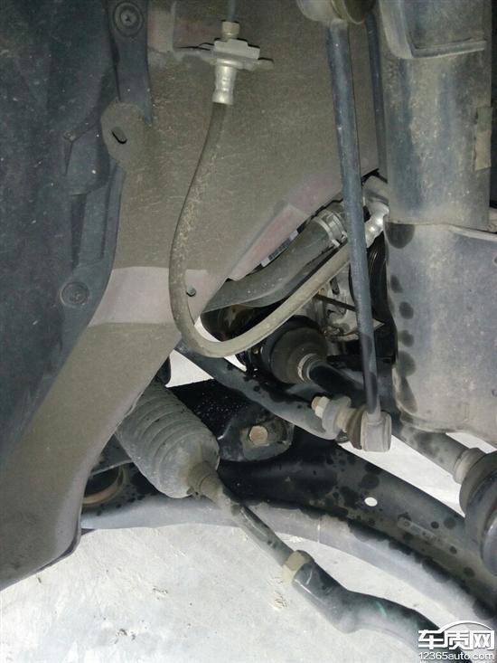 S5发动机支架螺栓断开导致半轴脱落高清图片