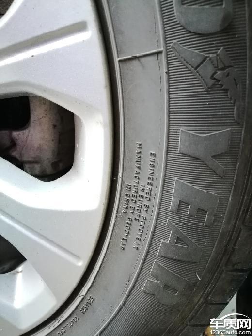 长安福特福睿斯固特异轮胎出现不同程度裂纹_-_车质网