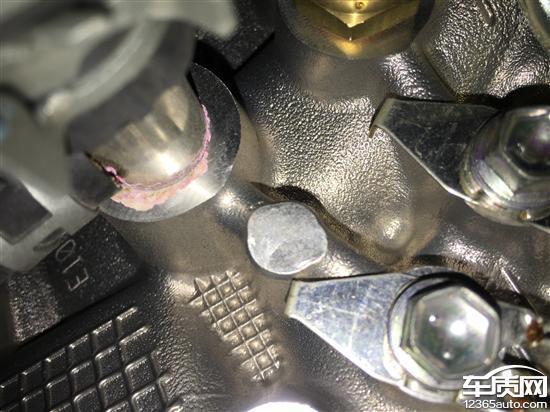 丰田凯美瑞发动机冷却水管渗漏防冻液,4s店说厂家给的方案是换缸盖,这