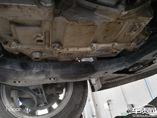 别克英朗发动机故障灯常亮 漏油严重高清图片