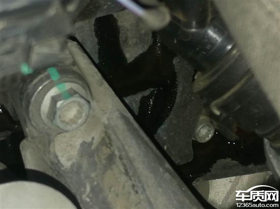 一汽大众奥迪a6l发动机漏油严重