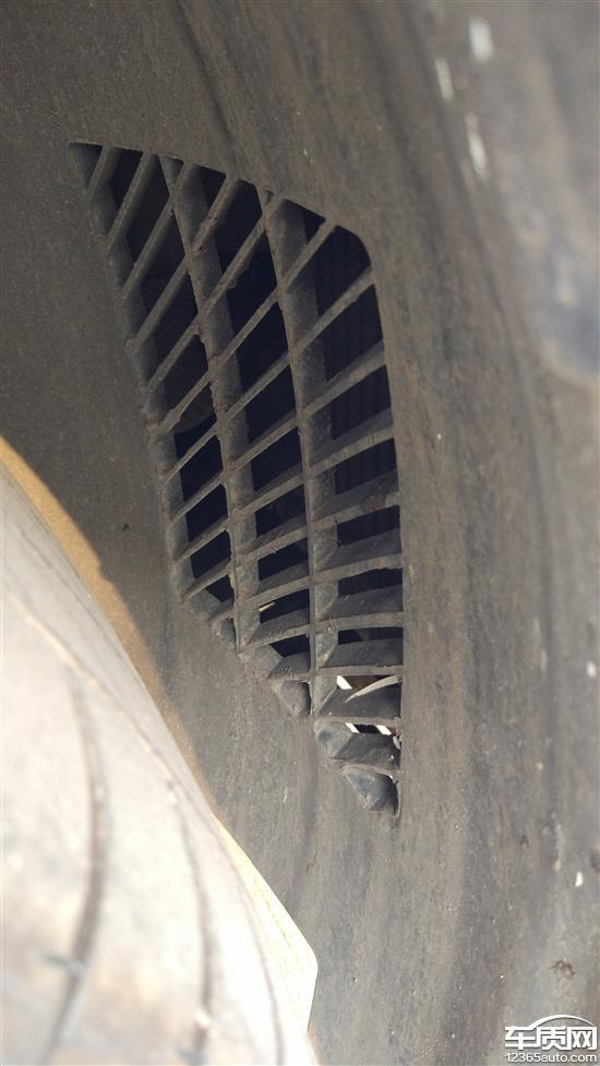 东风标致408中冷器进入泥巴导致散热不好_-_车质网