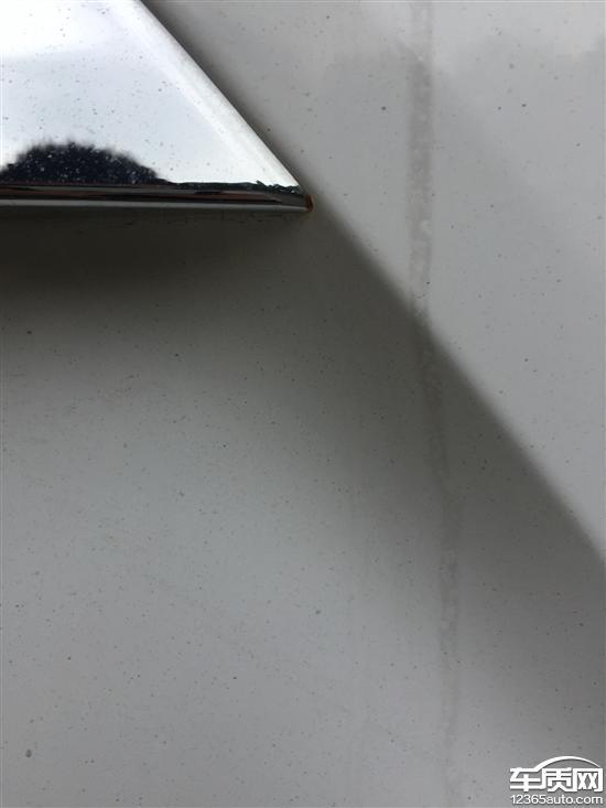 北京现代ix35尾门装凤血天骄饰条与车身结合处生锈