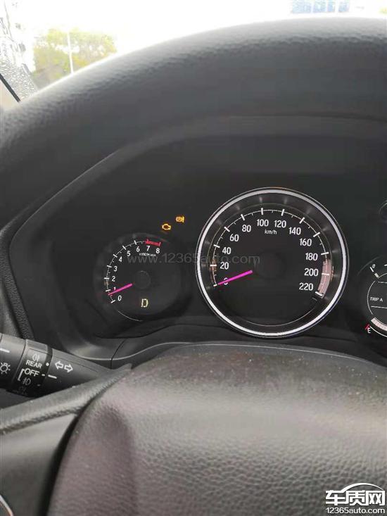 4S店检测后找不到原因,说有一根线被老鼠咬过,可能是这个原因造成的。但是新车刚买一个月的时候,我就发现这根线有异常,当时以为是发动机温度或者线路短路的问题,和4S店反映过,说没什么问题,就没有在意,直到今年9月份(公里数37000)汽车正常行驶过程中,发动机故障灯亮了,才发现问题,现在故障灯时亮时不亮,开车都不安心。4S店还解决不了,说需要自费换氧传感器,才能解决这个问题!