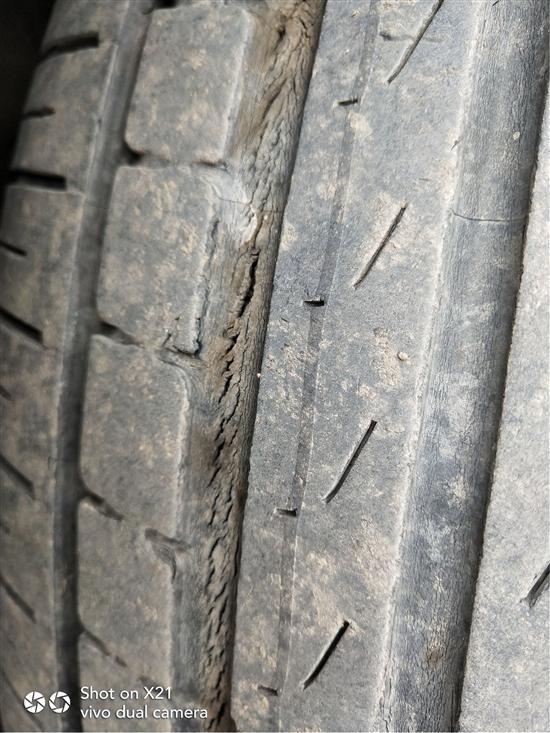 华晨宝马2系旅行车固特异轮胎出现裂痕