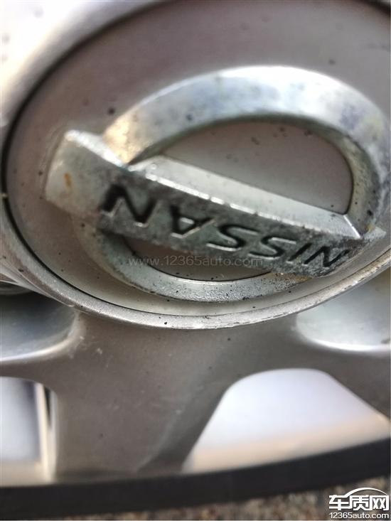 东风日产轩逸其中一个轮毂装饰盖深1mm