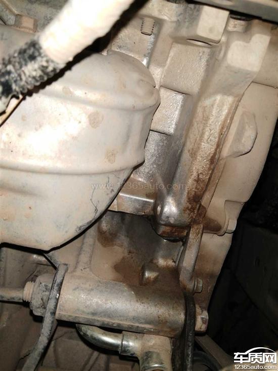 哈弗M6发动机漏油行驶时车门有异响_-_车质网