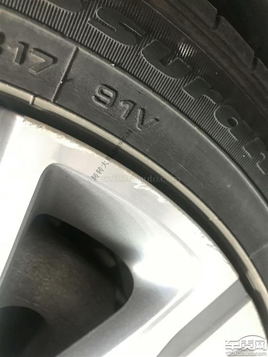 东风标致408固特异轮胎侧面开裂和轮毂氧化