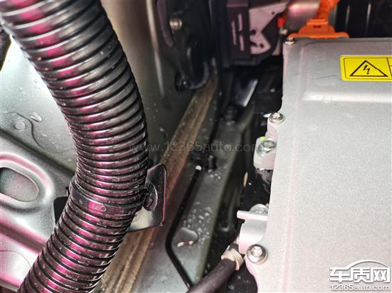 广汽埃安AION_Y发动机舱漏水结构设计缺陷_-_车质网