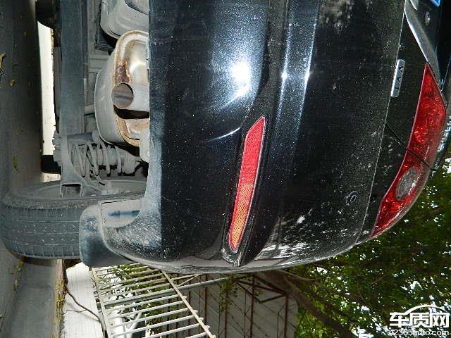 我于2009年5月购买的北京现代悦动1.6 GLS手动舒适版汽车,由于主要用途为上下班代步,至今行驶里程不到29000公里,但2011年6月发现汽车的排气管腐蚀。由于已过了保修期,需自费更换,4S店报价1千多元。今天我看了贵网站的文章后,才知道许多北京现代车主都有此问题,看来此款车的排气管质量存在缺陷,我的车才不到23000公里就出现排气管腐蚀问题,还不如摩托车的质量好,北京现代去年搞的排气管更换活动,说明厂家也知道排气管存在质量问题,但却不是全部召回,只是在活动期间出现问题的车才予以更换,这样做明显是