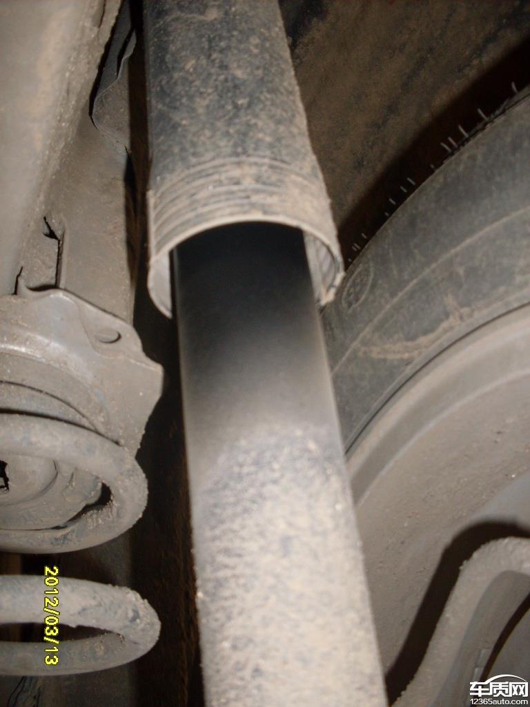 一汽丰田卡罗拉发动机气门盖右后减震渗油