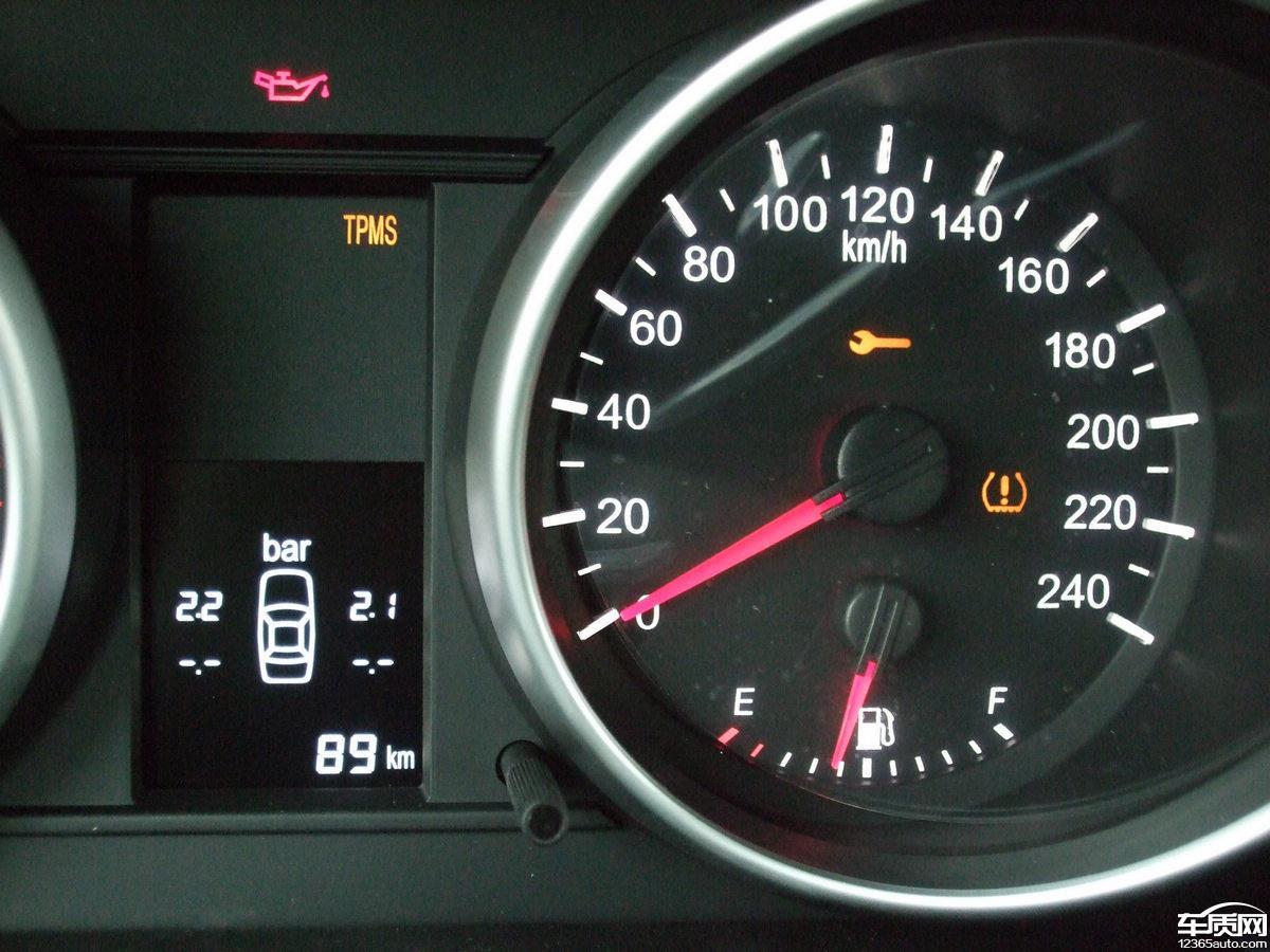 奔驰272发动机故障灯亮,故障码为两侧气缸列混合气过浓,更换空气流量图片