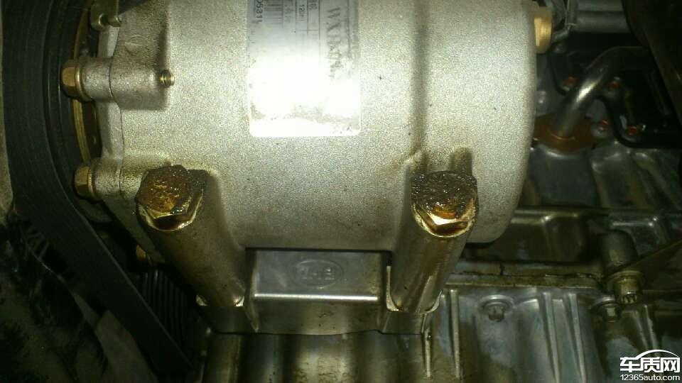 比亚迪G6油底壳密封不良导致发动机渗油高清图片