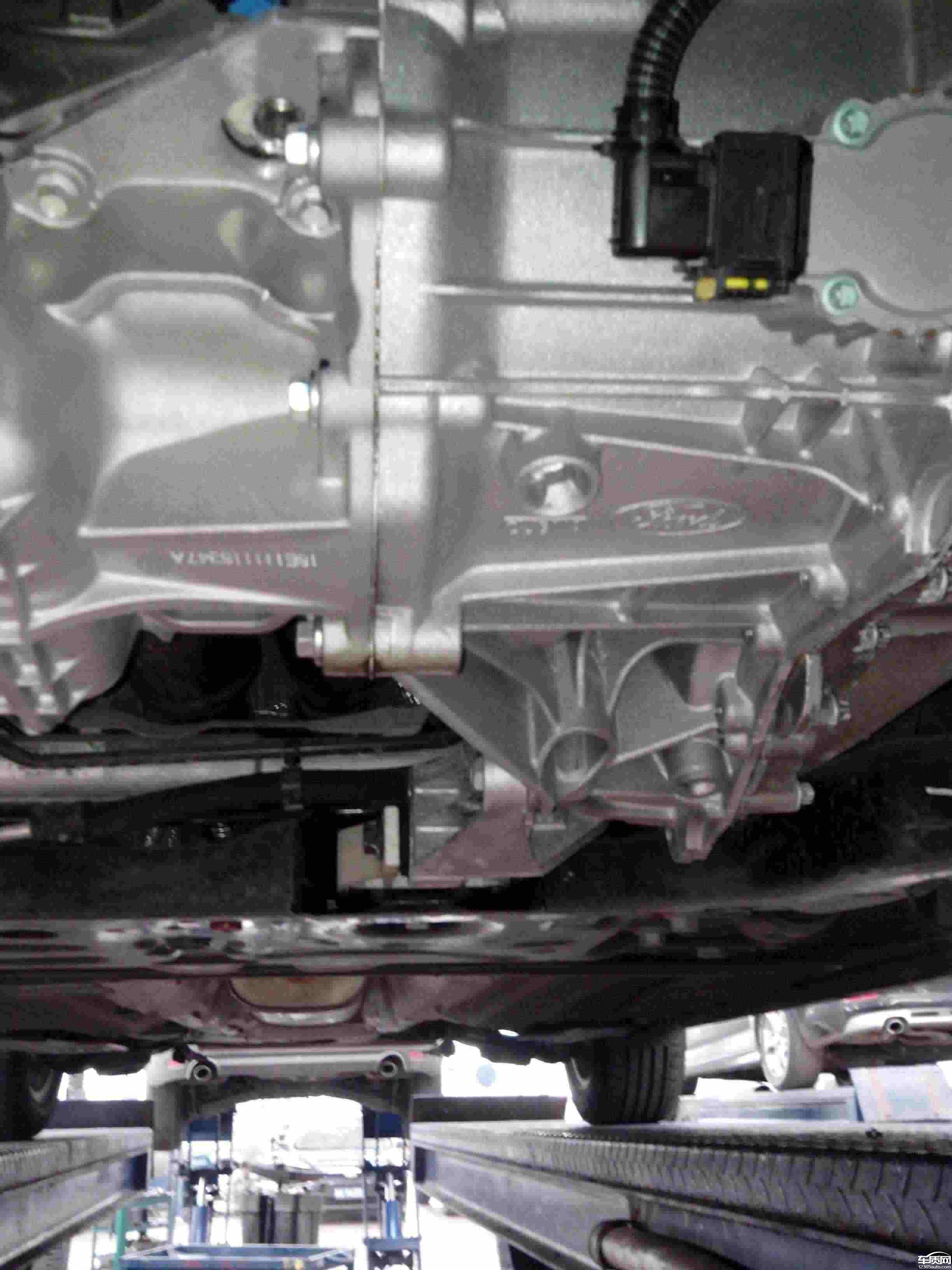 长安福特福克斯发动机和变速箱连接处漏油