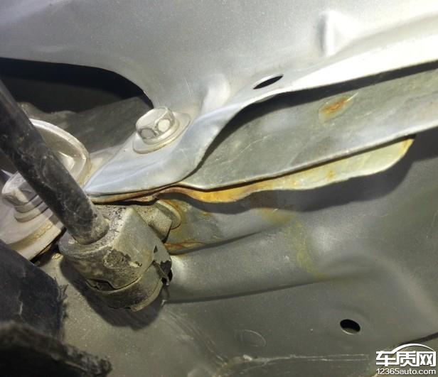 江淮和悦RS发动机舱生锈高清图片