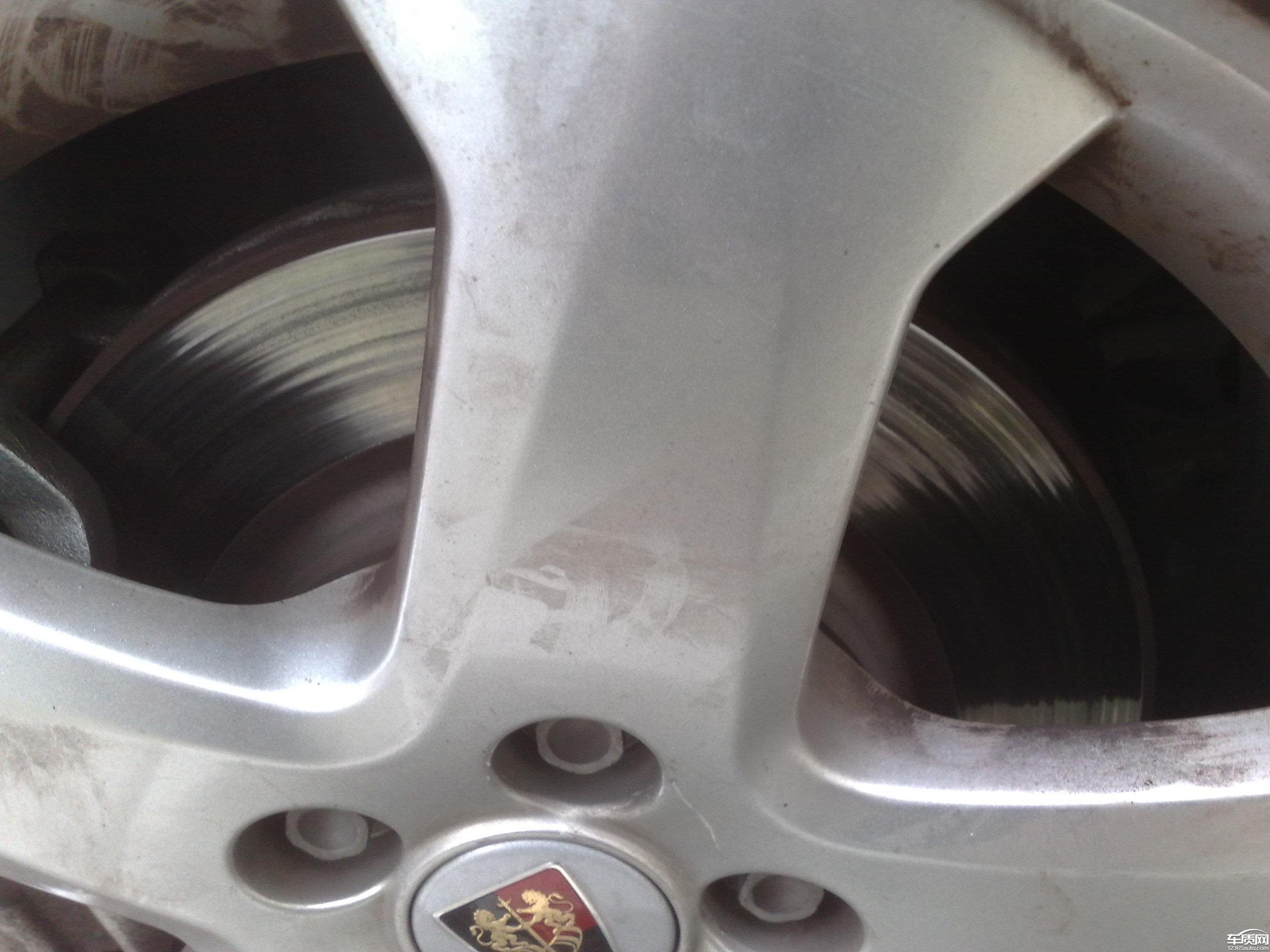 上海荣威350前刹车盘异常磨损高清图片