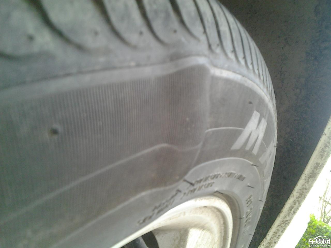上汽荣威350玛吉斯轮胎鼓包高清图片