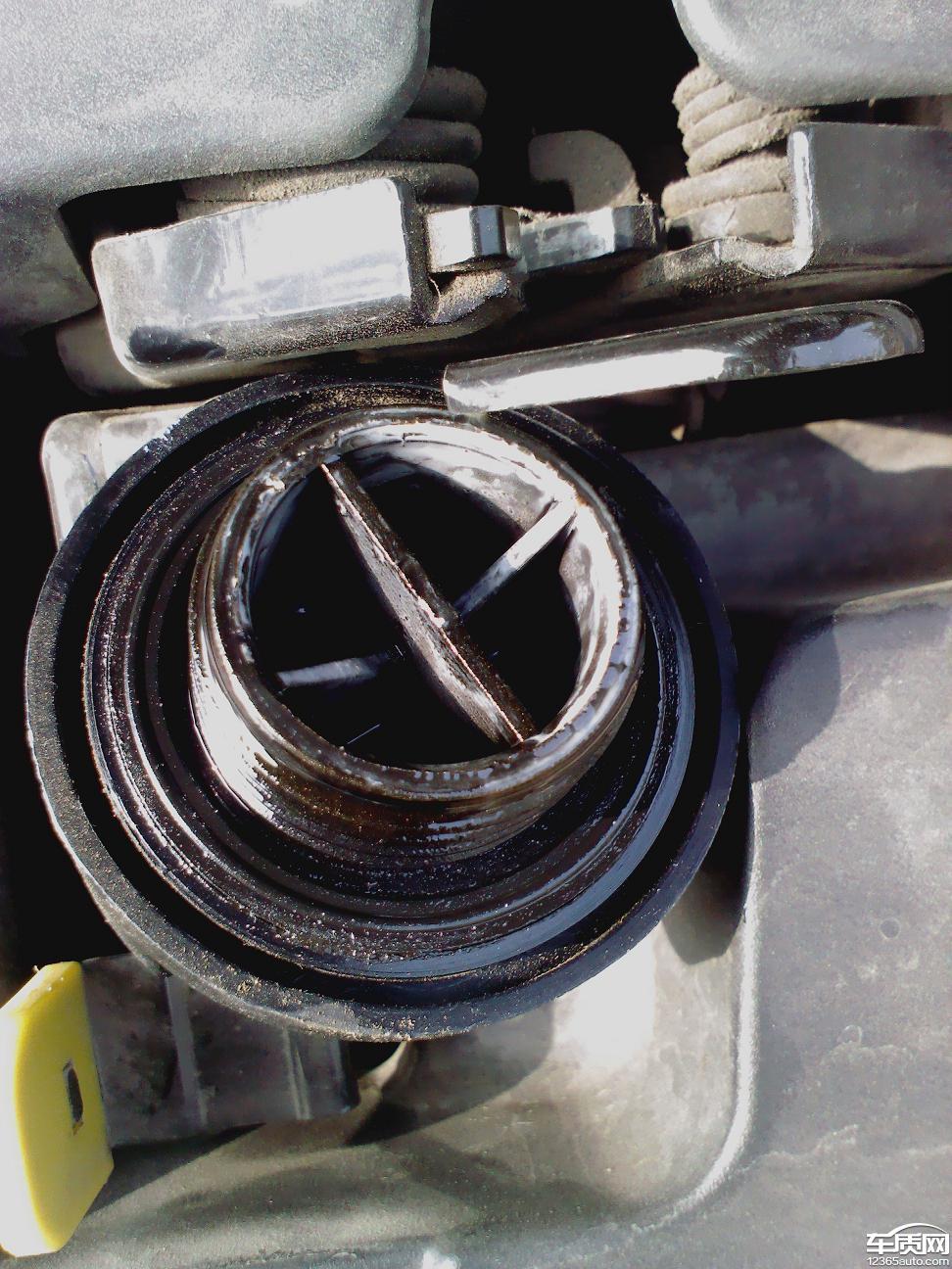 长安逸动发动机机油盖有乳化