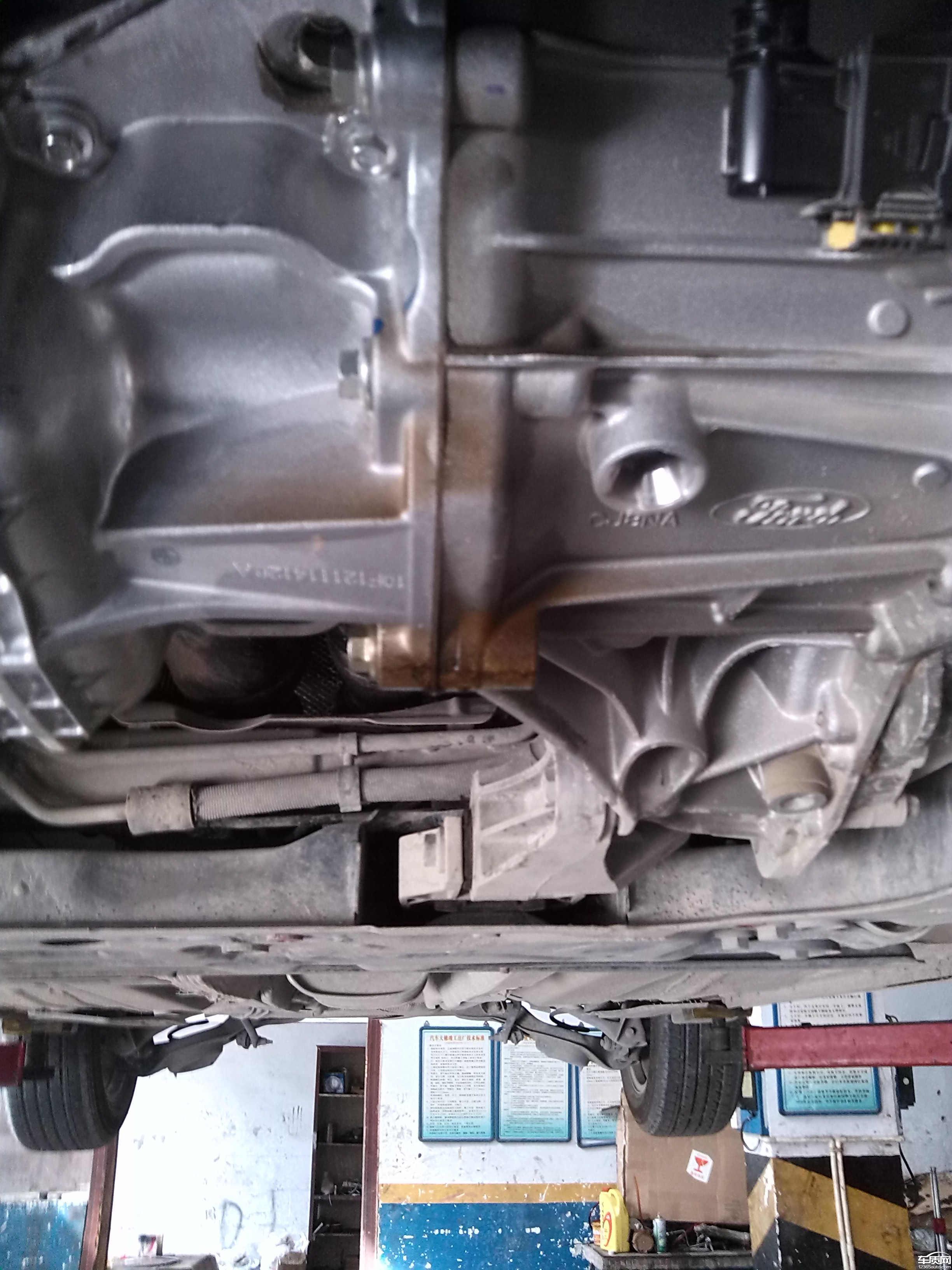 长安福特福克斯变速箱和发动机结合处渗油