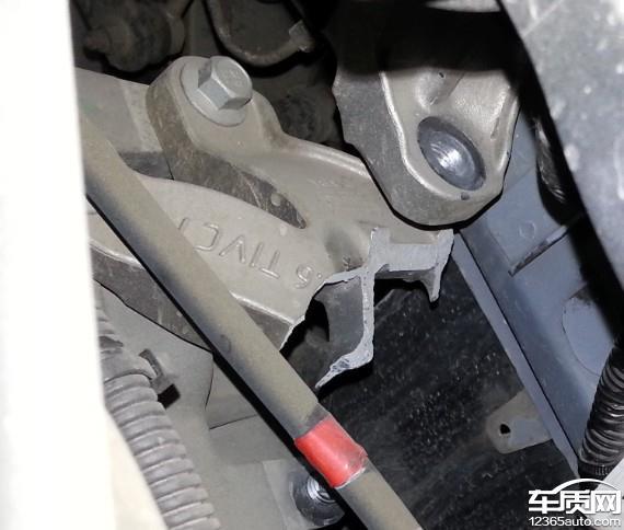 长安福特福克斯变速箱安装支架断裂