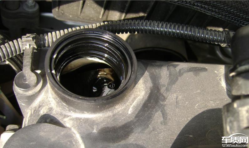 雪佛兰赛欧发动机机油出现严重乳化现象
