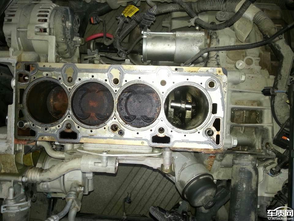 别克英朗xt发动机第四缸活塞打坏