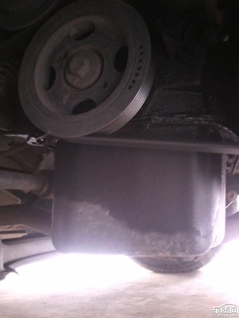 天津一汽夏利威志v5曲軸前油封滲油高清圖片