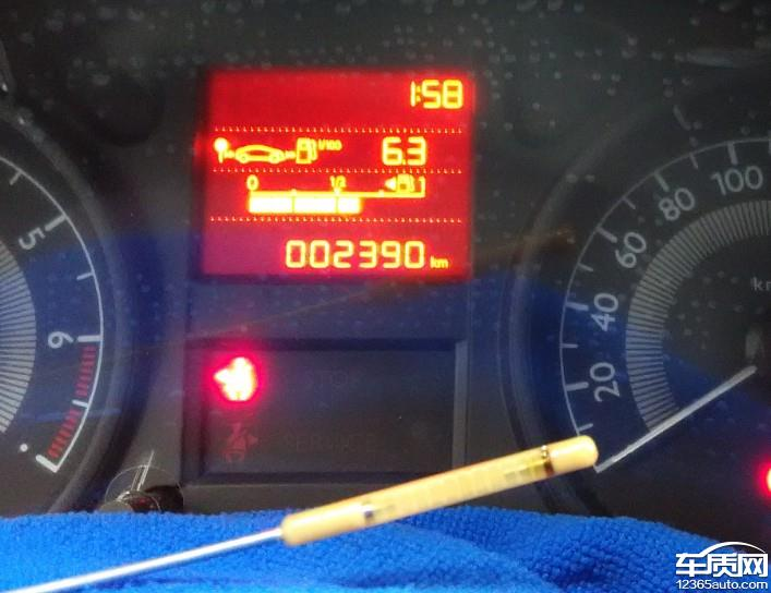 我4月23提的新车,到5月4日才10天时间,行驶了2390公里,检测机油时发现机油尺上只有一格机油了。去4S反应说此车严重烧机油,但4S说从来没有听说过这车会烧机油,拒不承认此车存在的质量问题。我再问那这车里的机油去哪里了,4S就一个不知道就把我回复了,很是让我很生气!