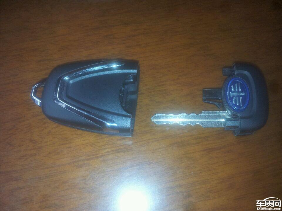 一汽奔腾x80汽车钥匙太脆弱了高清图片