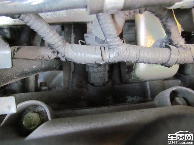 奇瑞e3发动机缸盖和喷油嘴处漏油