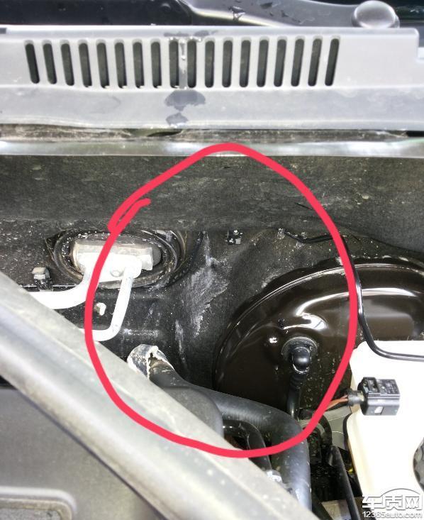 上海大众桑塔纳发动机舱漏水