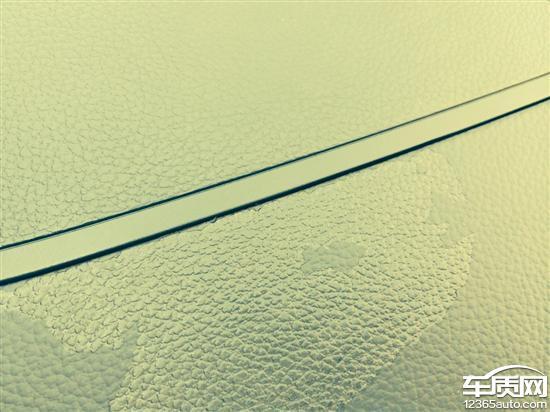 上海通用雪佛兰科鲁兹车仪表台开裂高清图片