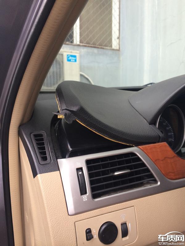 汽车中控台盖板结构图