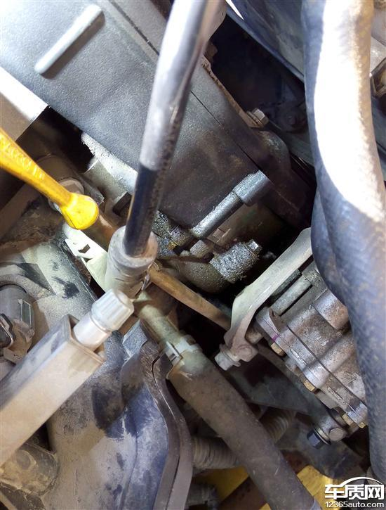 上汽荣威550发动机凸轮轴油封漏油高清图片