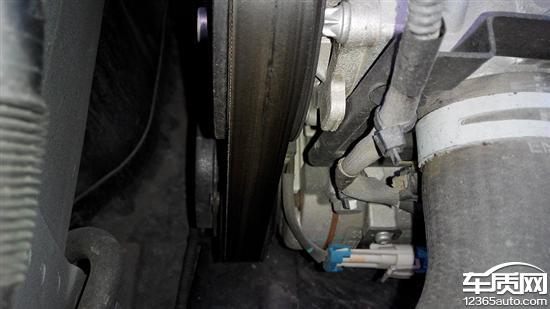 雪佛兰科鲁兹发电机皮带开裂高清图片