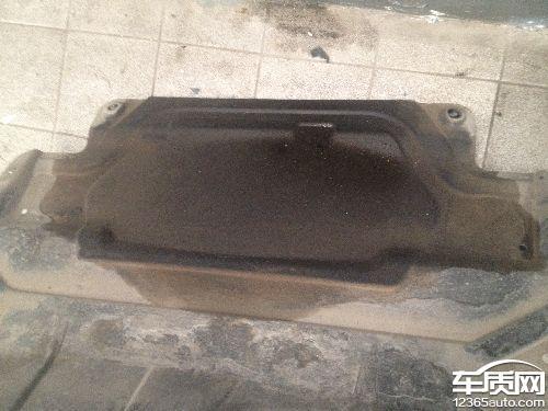 上海大众途观机油泄漏烧机油图片