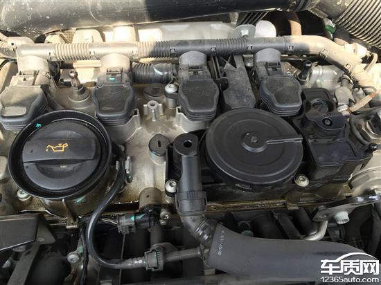 一汽大众迈腾发动机顶部出现大量漏油高清图片