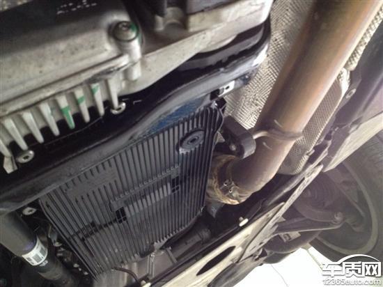 进口宝马X5变速箱漏油和发动机烧机油高清图片