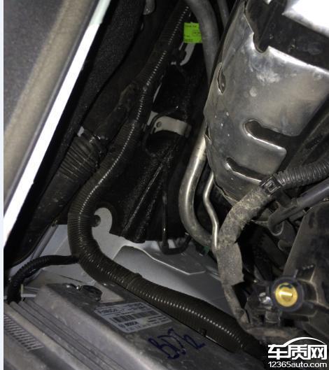 长安福特蒙迪欧发动机舱漏水高清图片
