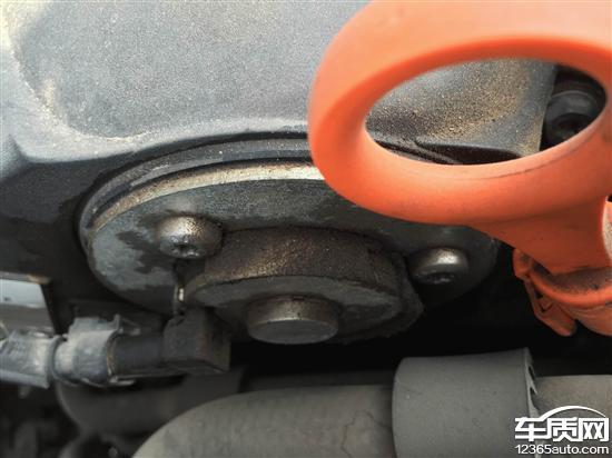 上海大众帕萨特发动机漏油无人负责高清图片