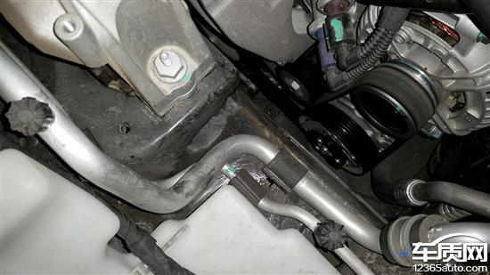 一汽大众迈腾发动机漏油仪表盘进灰高清图片