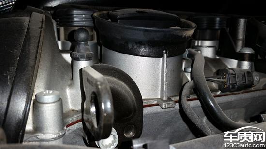 一汽大众迈腾发动机漏油仪表盘进灰