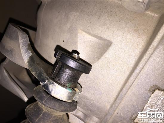 上汽MG3转向助力和离合器分泵漏油高清图片