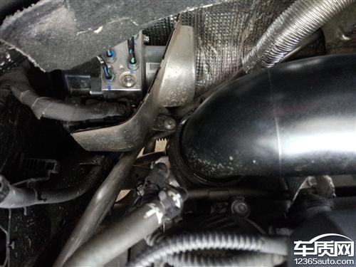 一汽大众迈腾发动机漏油容易引起自燃高清图片