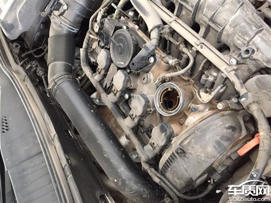 一汽大众迈腾发动机漏油严重高清图片