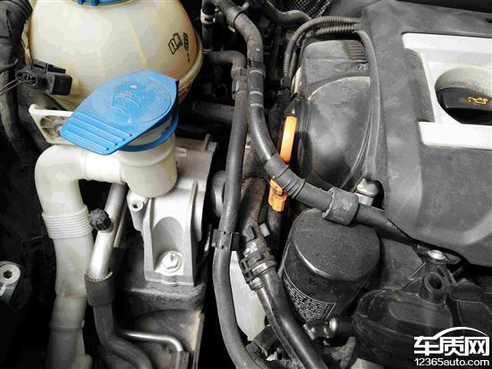 上海大众帕萨特发动机多处漏油高清图片
