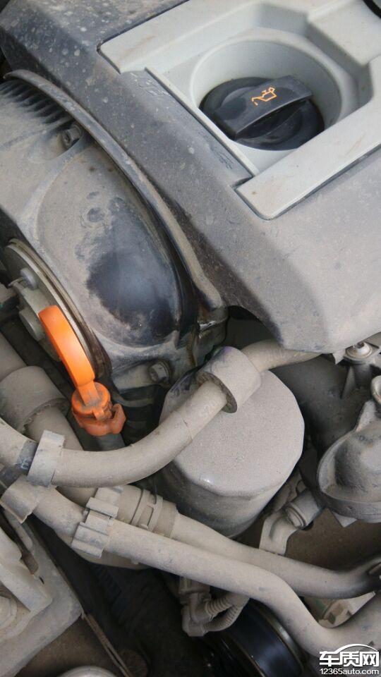 一汽大众速腾发动机漏油高清图片