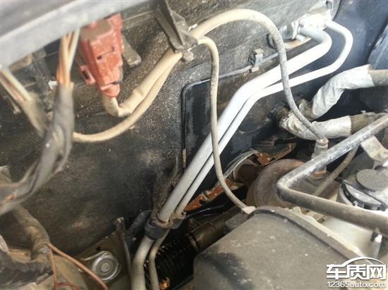 上海大众桑塔纳发动机舱漏水隐患
